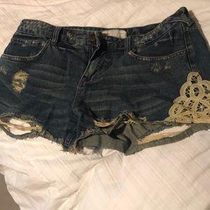 Dark wash lace design shorts